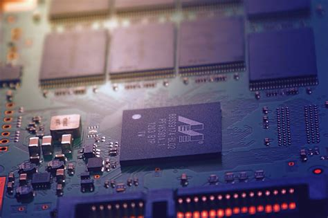 Integrated Circuit (IC)   Construction, History & Types