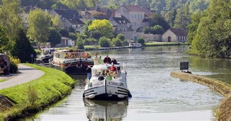 Enjoy a boat trip along the Nivernais and Burgundy Canals