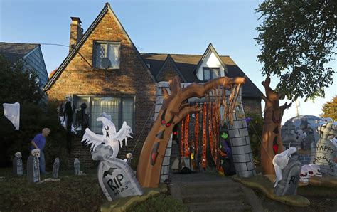 Creating a frightful front yard for Halloween in Seattle