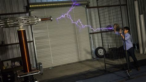 How Giant Tesla Coils Work (with ArcAttack) - YouTube
