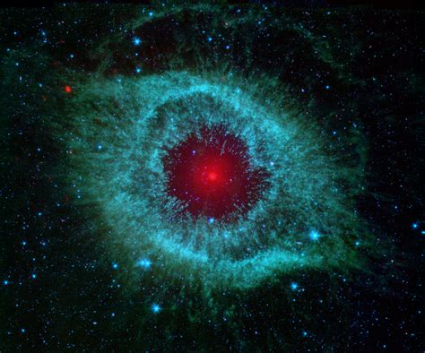 Space Images   Comets Kick up Dust in Helix Nebula