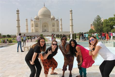 Do's and Don'ts on What to Wear in Agra - Cush Travel Blog
