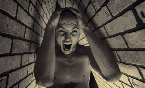 CLAUSTROPHOBIA – WHAT IS IT AND HOW TO DEAL WITH IT