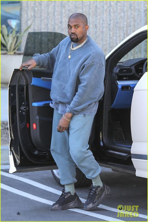 Kanye West Keeps It Casual on His Way to the Studio: Photo