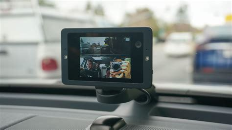 Owl's web-connected, voice-activated dashcam looks pretty