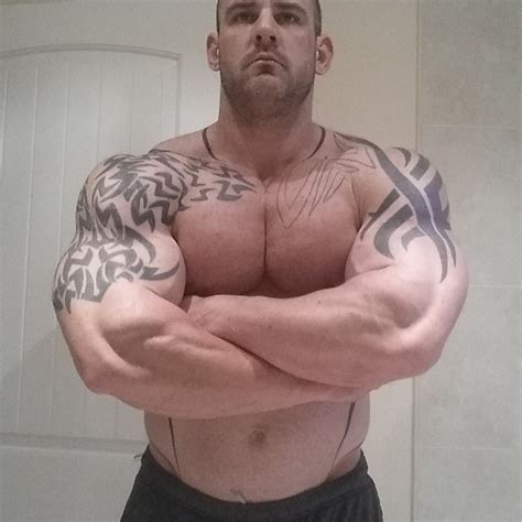 Muscle Lover: British muscle Charlie Barrett